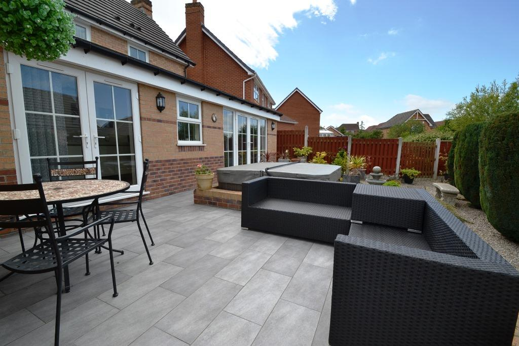 3 Bedroom Detached House For Sale - Photograph 27