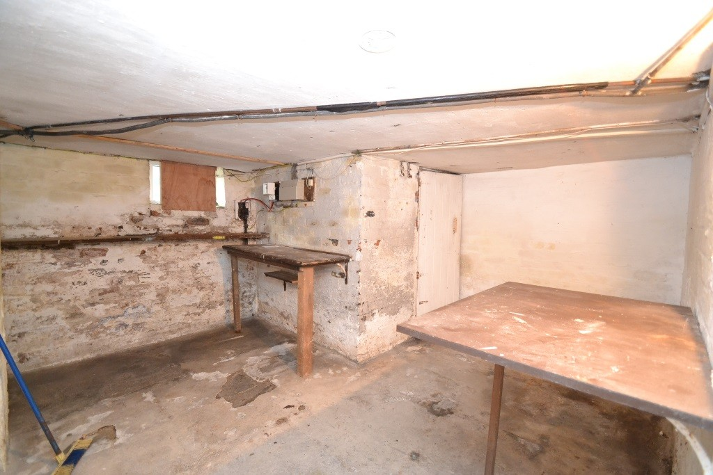 3 Bedroom Mid Terraced House For Sale - 0