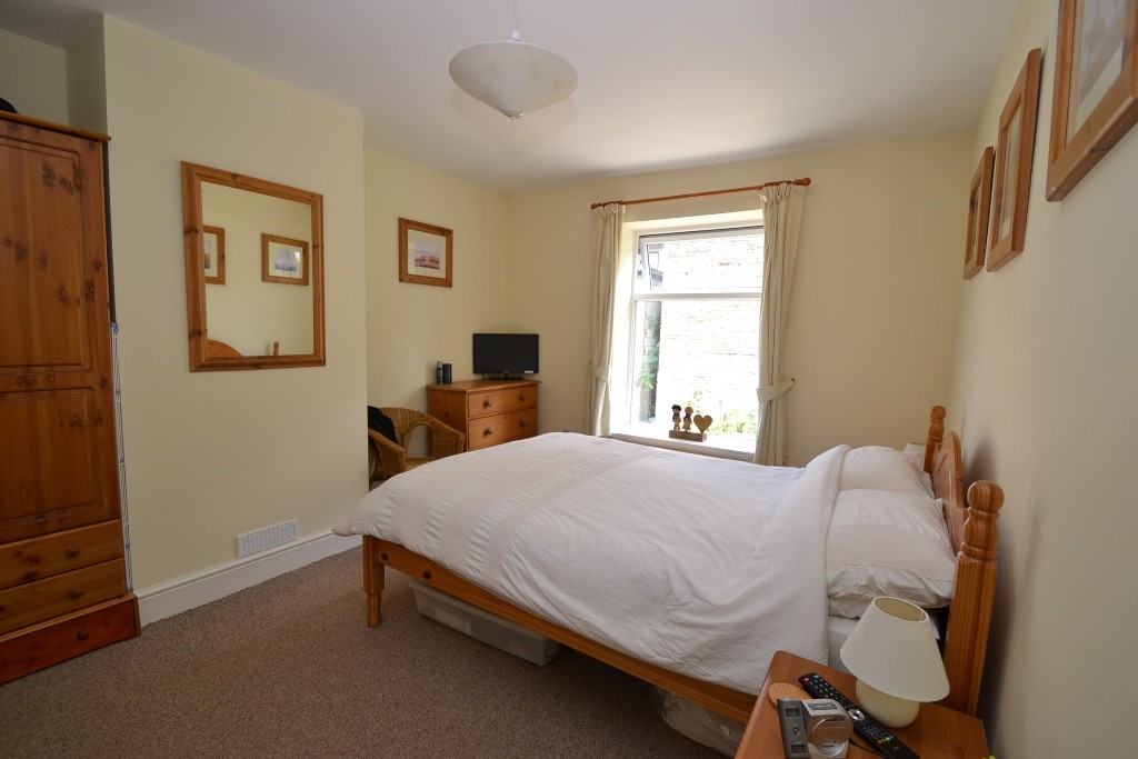 1 Bedroom Mid Terraced House For Sale - Photograph 6