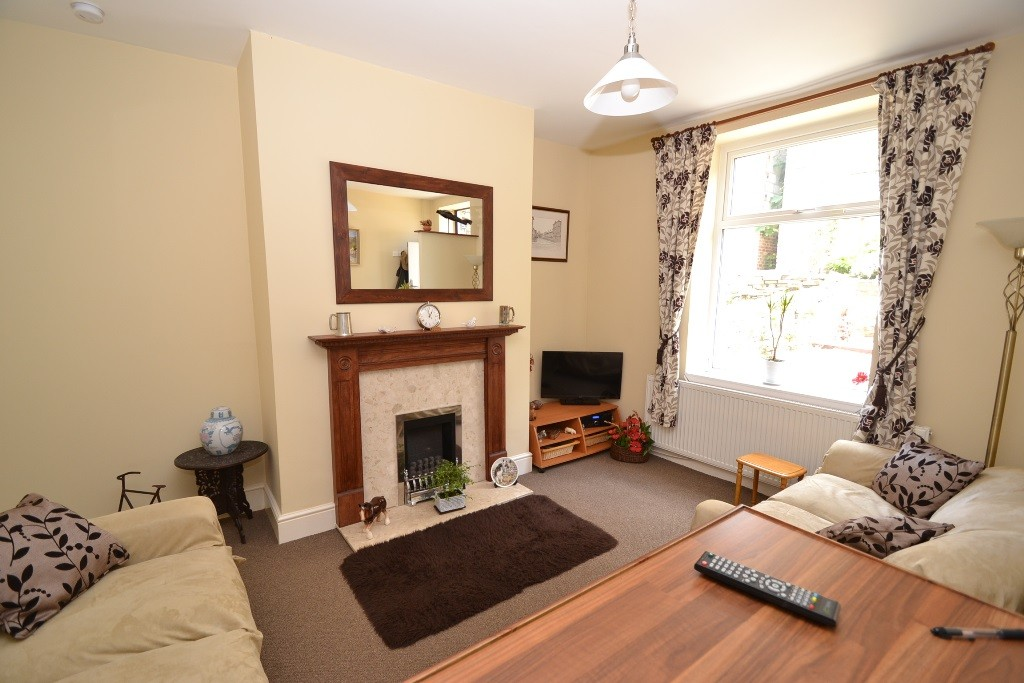 1 Bedroom Mid Terraced House For Sale - Photograph 2