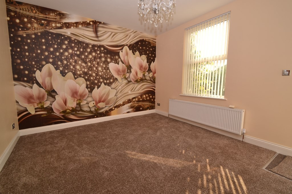 4 Bedroom End Terraced House For Sale - Photograph 2
