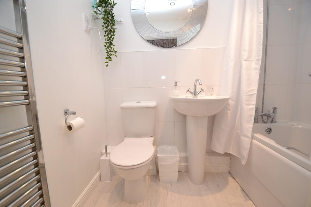 4 Bedroom Mid Terraced House For Sale - Photograph 20