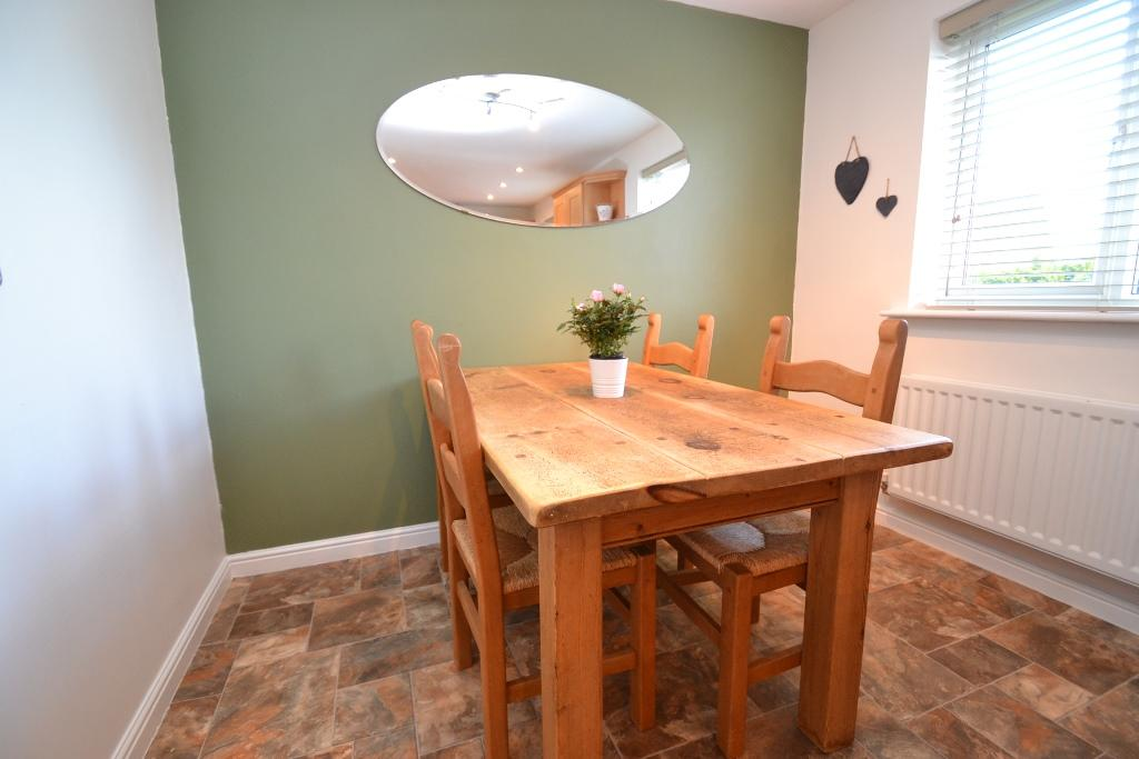 4 Bedroom Mid Terraced House For Sale - Photograph 13