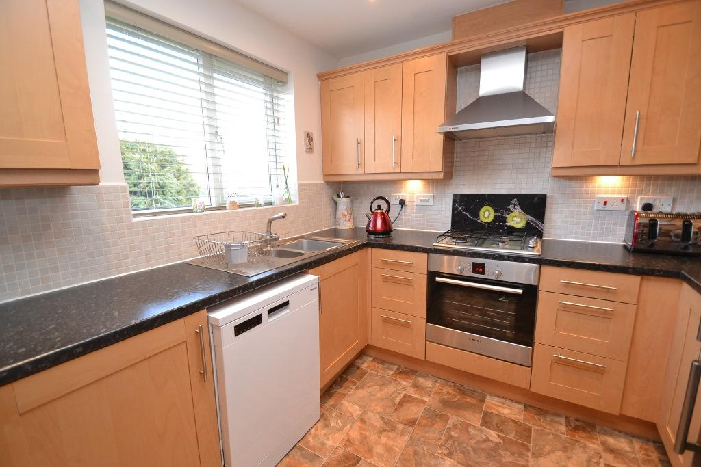 4 Bedroom Mid Terraced House For Sale - Photograph 11
