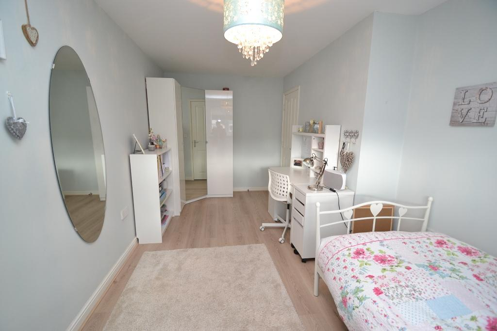 4 Bedroom Mid Terraced House For Sale - Photograph 18