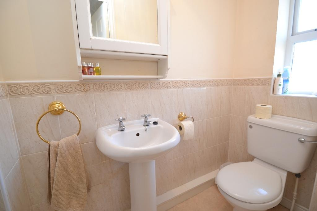 4 Bedroom Detached House For Sale - Photograph 16