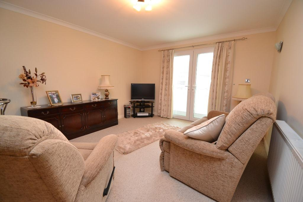 2 Bedroom Apartment Flat/apartment For Sale - Photograph 3