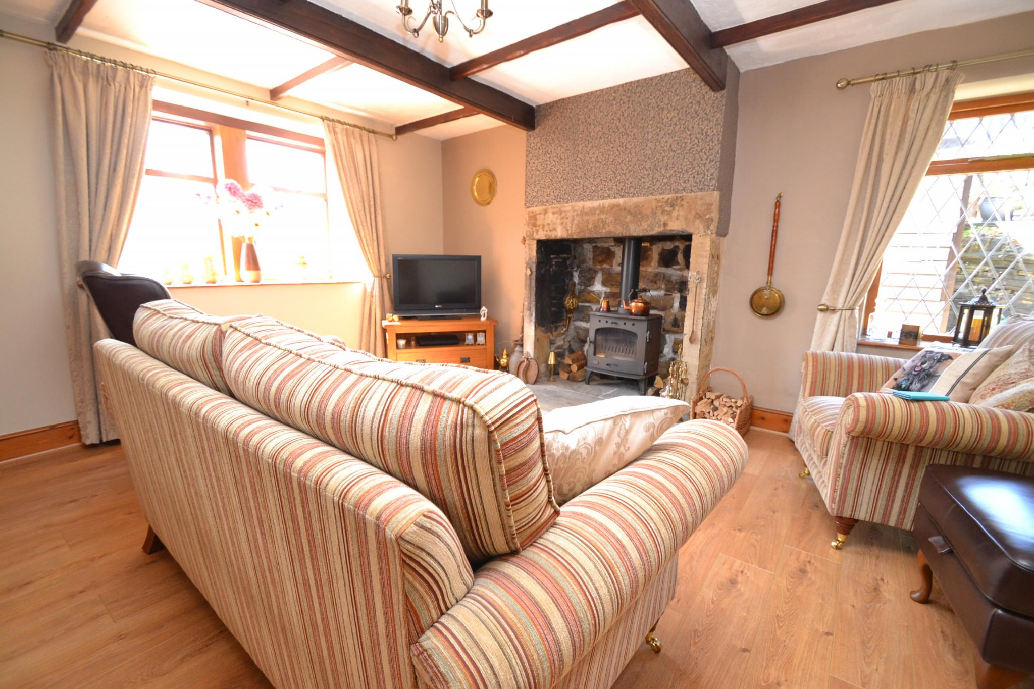 2 Bedroom Cottage House For Sale - Photograph 2