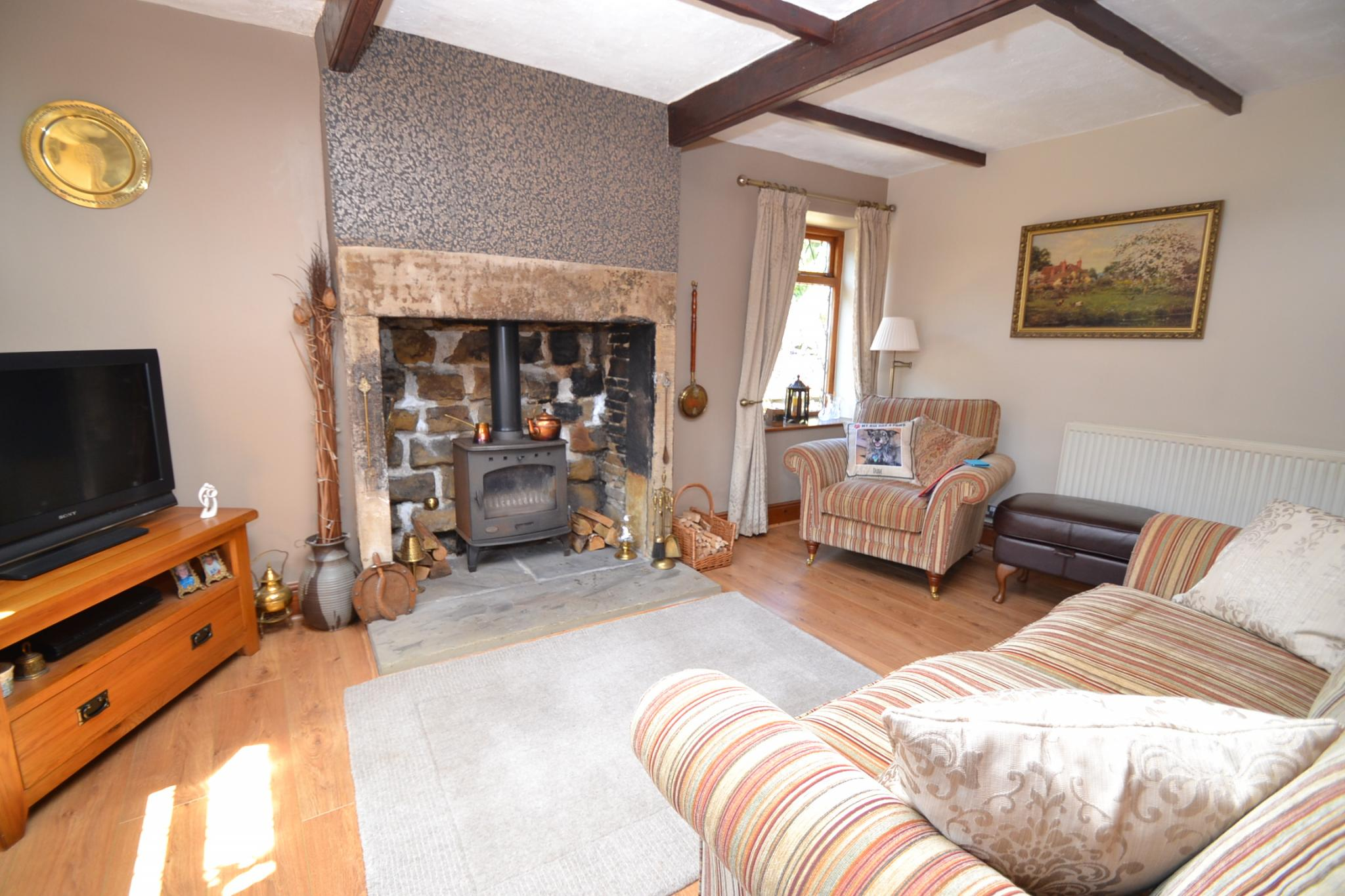 2 Bedroom Cottage House For Sale - Photograph 3