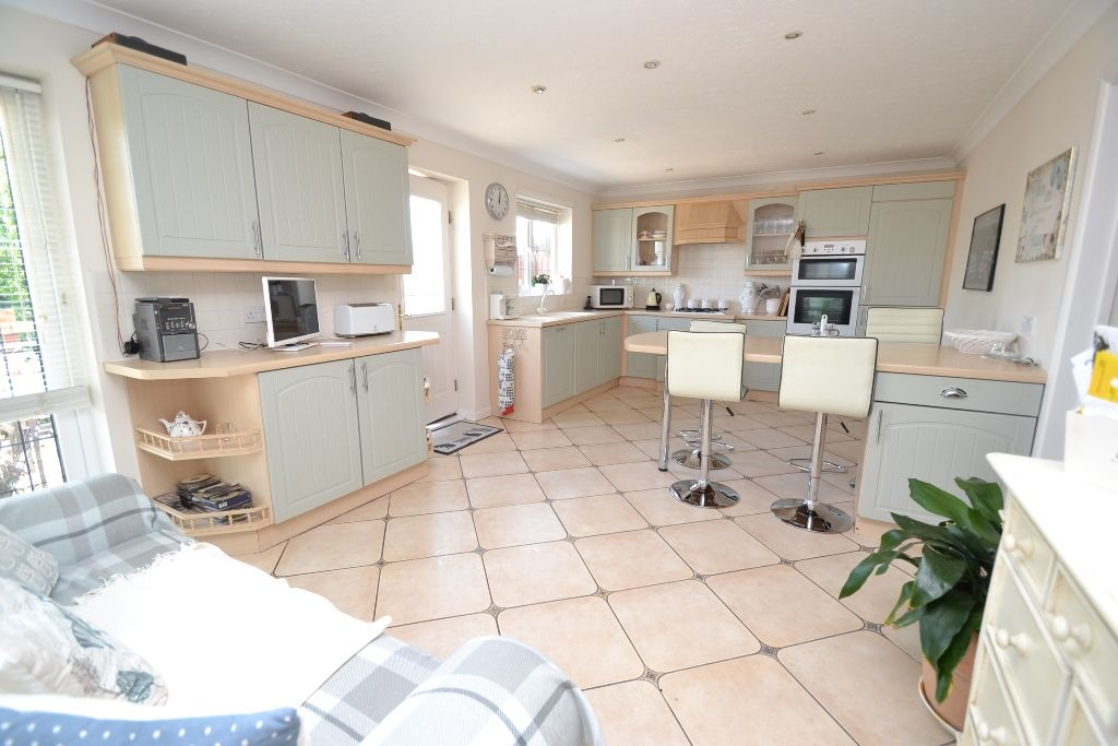 3 Bedroom Detached Bungalow For Sale - Photograph 10