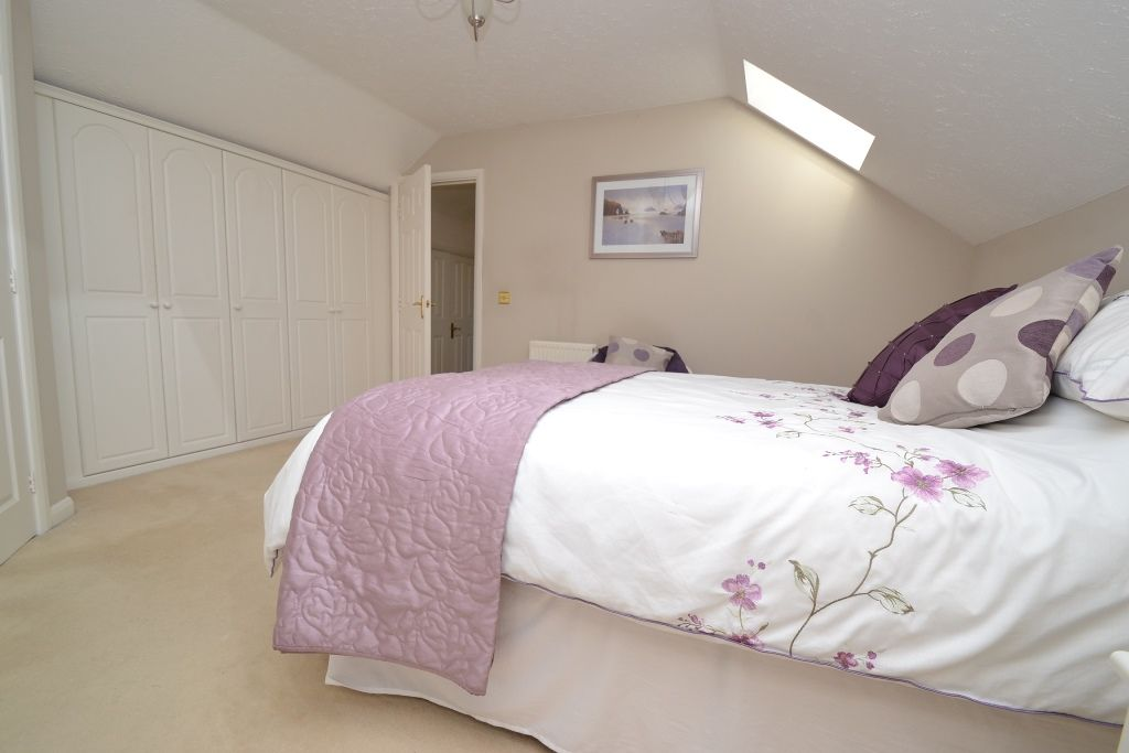 3 Bedroom Detached Bungalow For Sale - Photograph 14