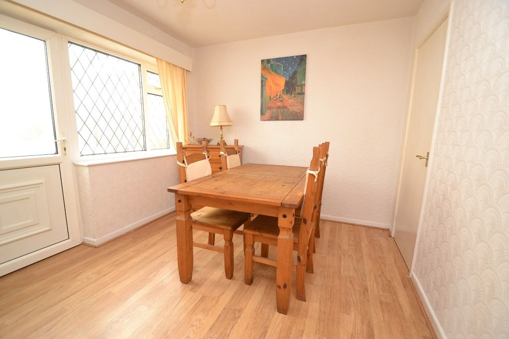 2 Bedroom Chalet House For Sale - Photograph 4