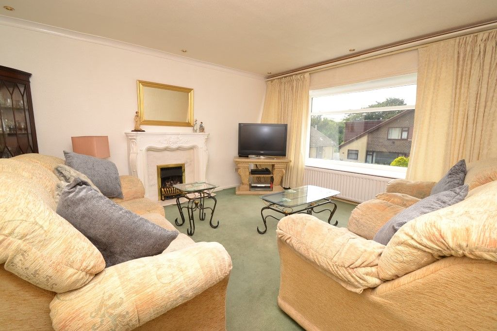 2 Bedroom Chalet House For Sale - Photograph 2