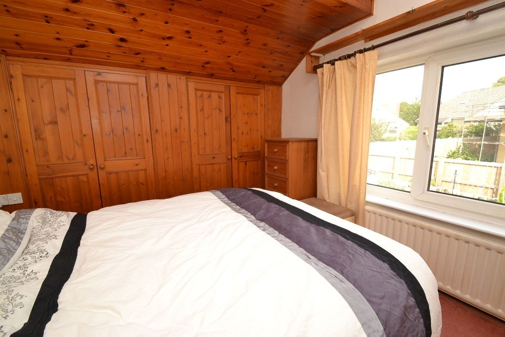 2 Bedroom Chalet House For Sale - Photograph 9