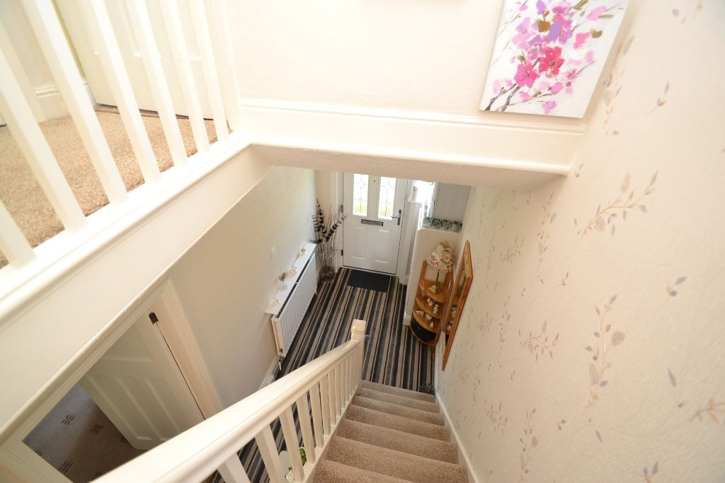 3 Bedroom Semi-detached House For Sale - Photograph 11