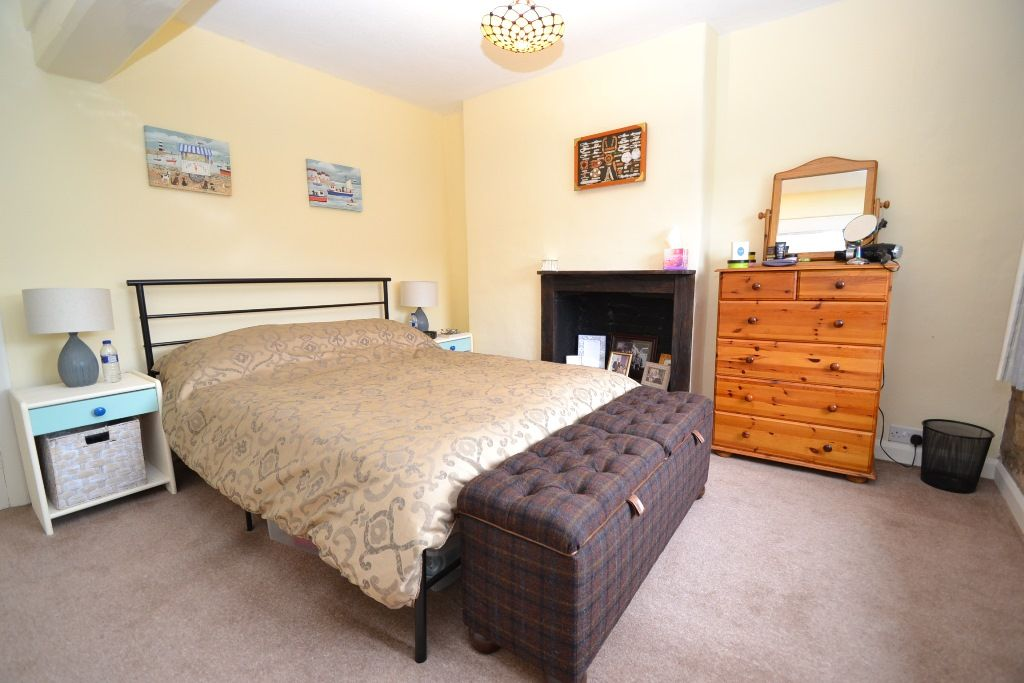 2 Bedroom Cottage House For Sale - Photograph 8