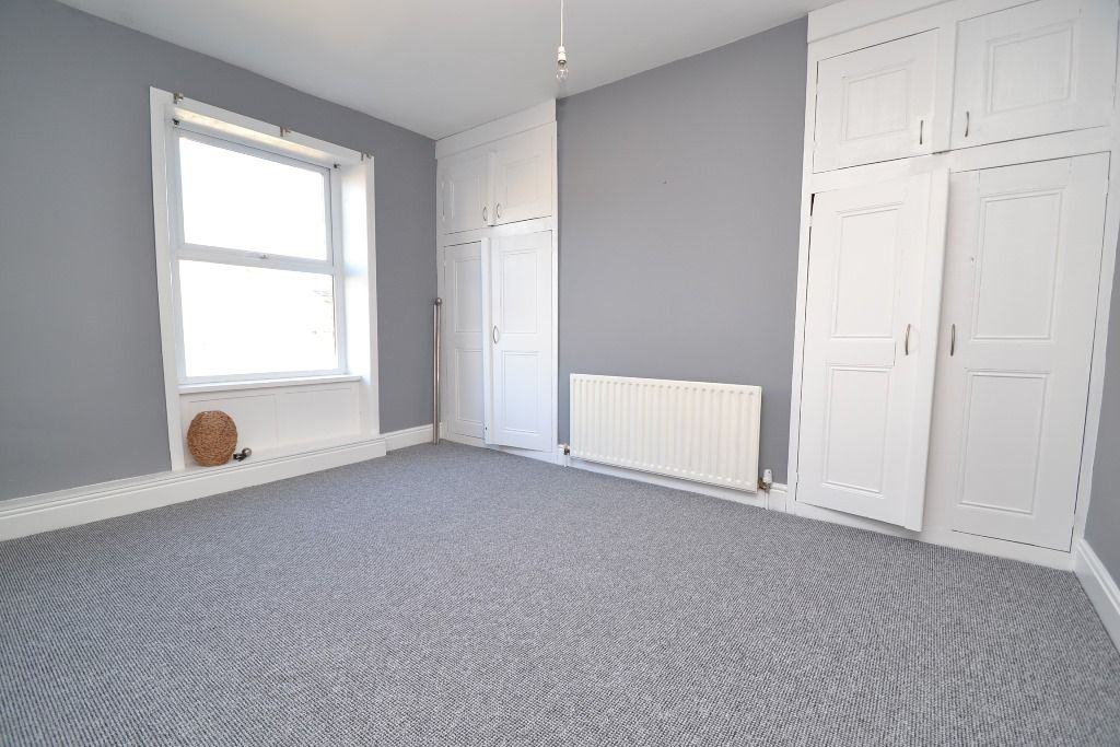 1 Bedroom Mid Terraced House For Sale - Photograph 4