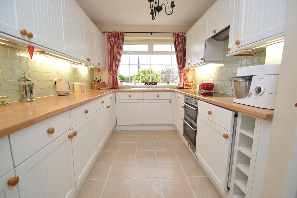 3 Bedroom Semi-detached Bungalow For Sale - Photograph 4