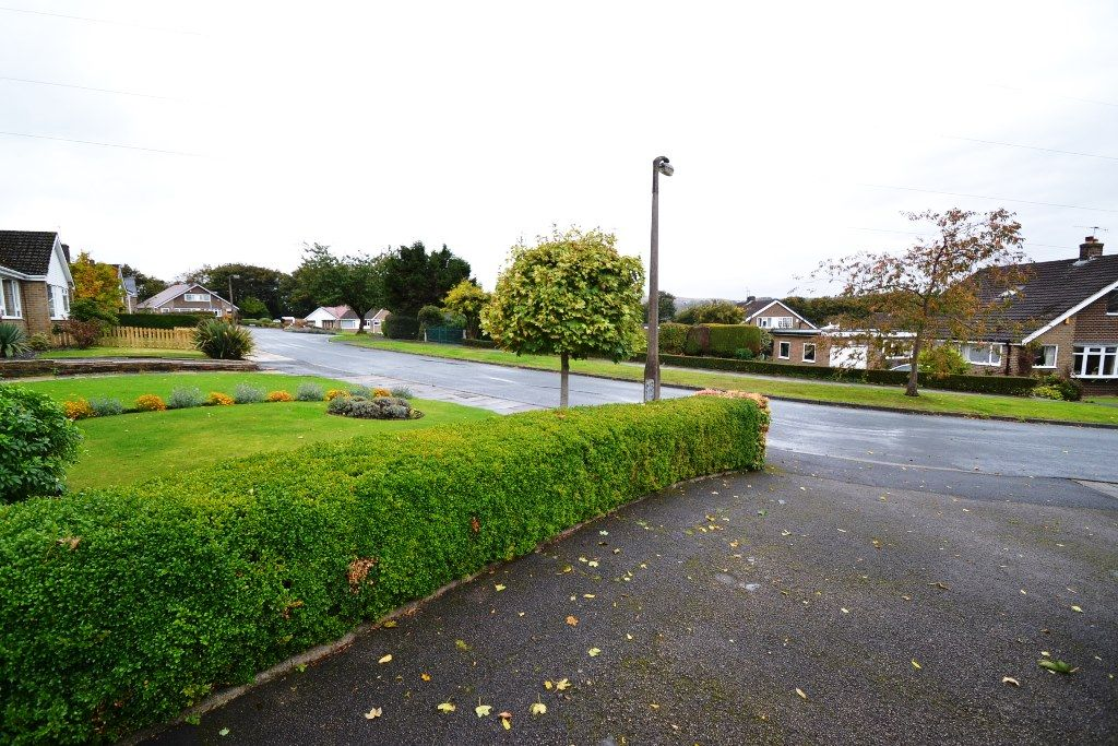 3 Bedroom Semi-detached Bungalow For Sale - Photograph 15