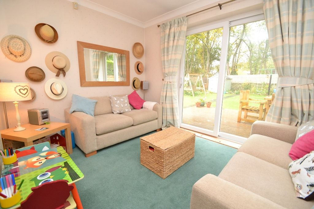3 Bedroom Semi-detached Bungalow For Sale - Photograph 9