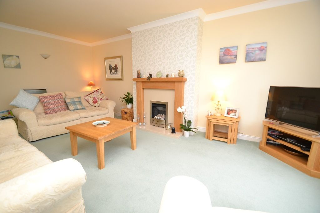 3 Bedroom Semi-detached Bungalow For Sale - Photograph 3