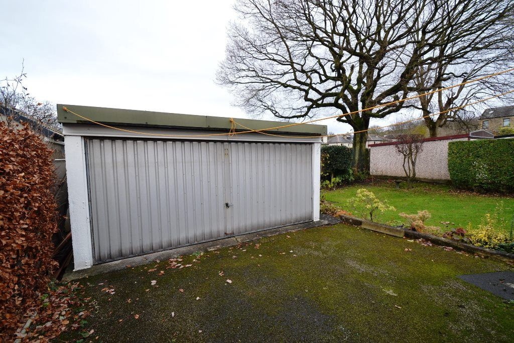 2 Bedroom Detached Bungalow For Sale - Photograph 10