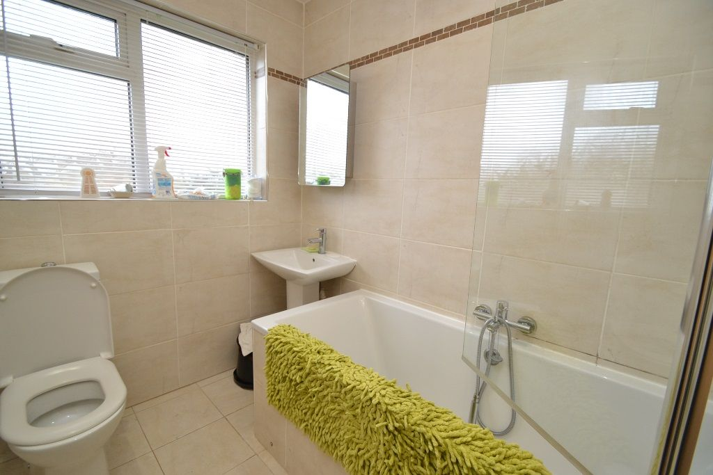 2 Bedroom Detached Bungalow For Sale - Photograph 7