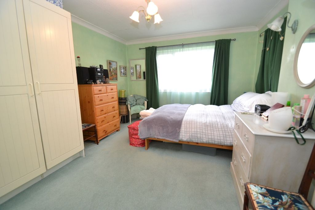 5 Bedroom Detached House For Sale - Photograph 11