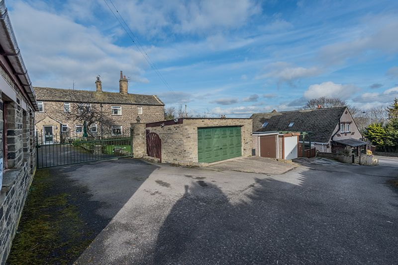 3 Bedroom Cottage House For Sale - Photograph 29