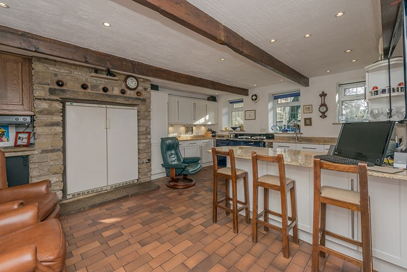 3 Bedroom Cottage House For Sale - Photograph 17