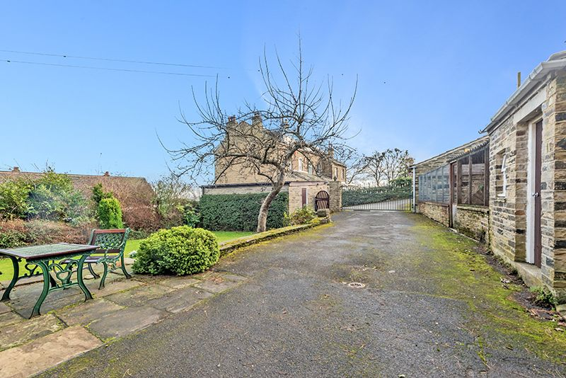 3 Bedroom Cottage House For Sale - Photograph 31