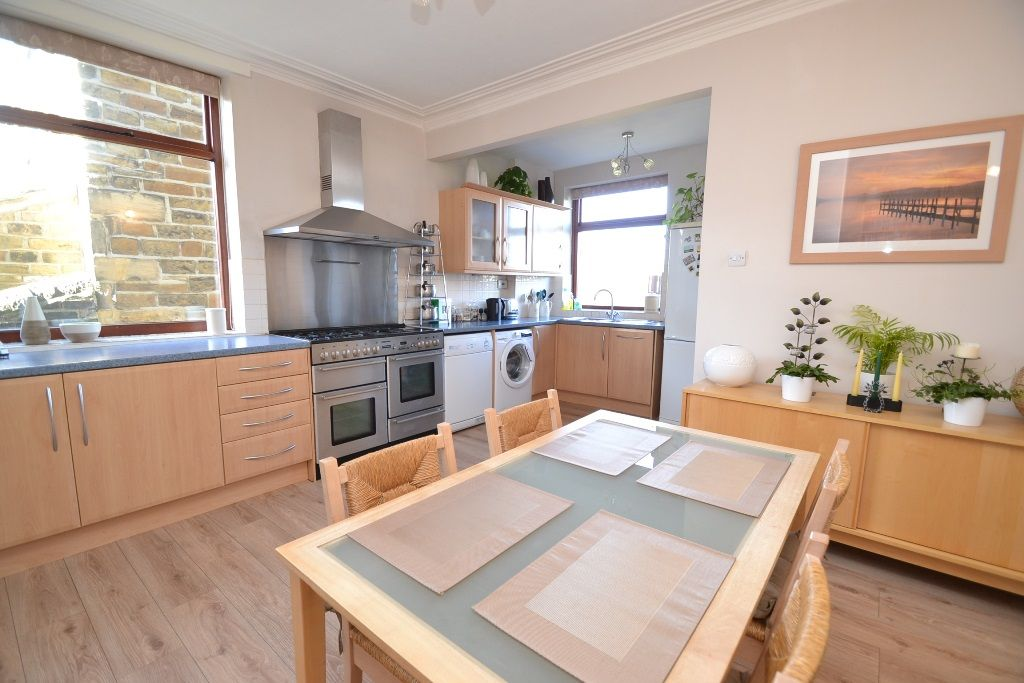 5 Bedroom Semi-detached House For Sale - Photograph 3