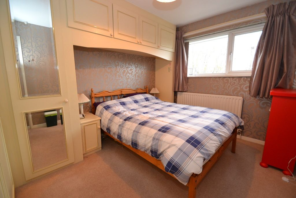 4 Bedroom Semi-detached House For Sale - Photograph 6