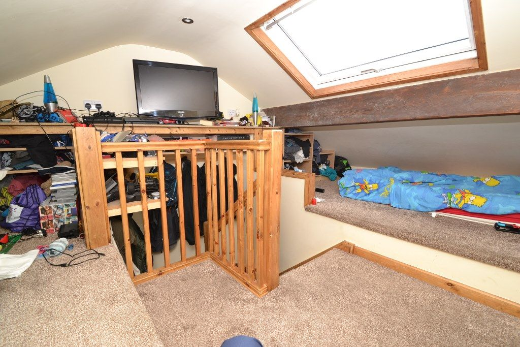 2 Bedroom End Terraced House For Sale - Photograph 9