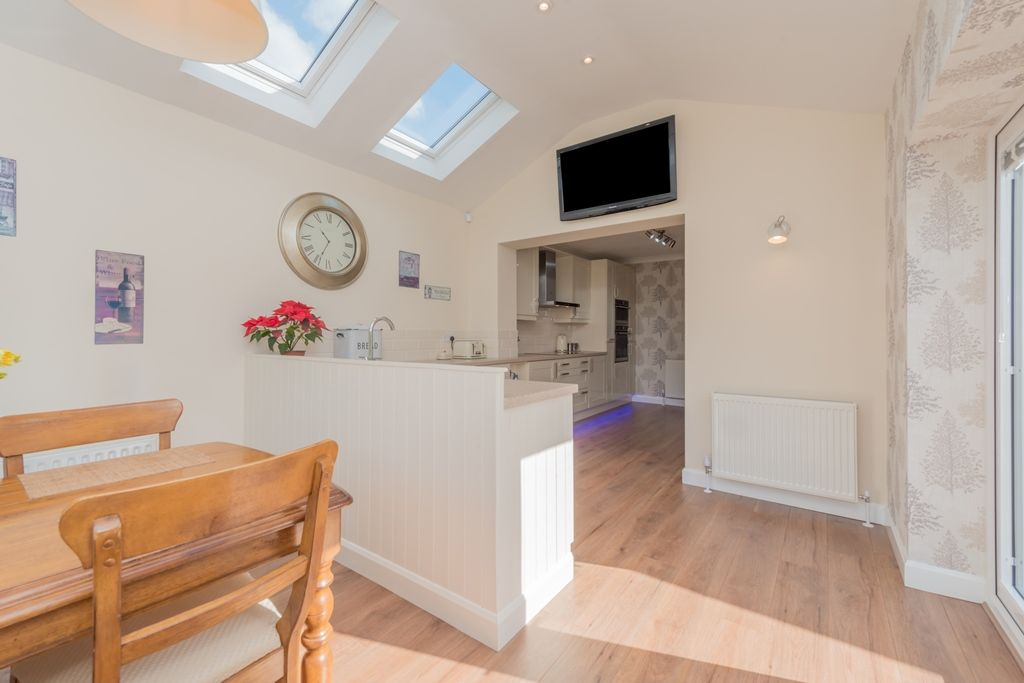 3 Bedroom Detached House For Sale - Photograph 10