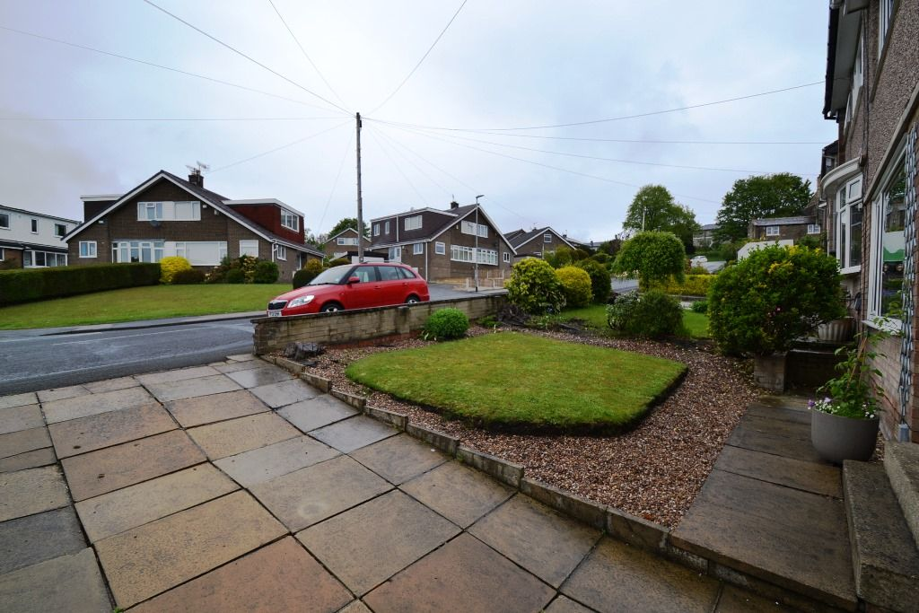 3 Bedroom Semi-detached House For Sale - Photograph 15