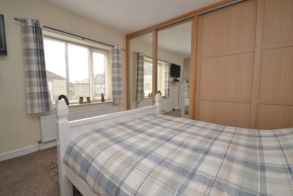 2 Bedroom Semi-detached House For Sale - Photograph 8