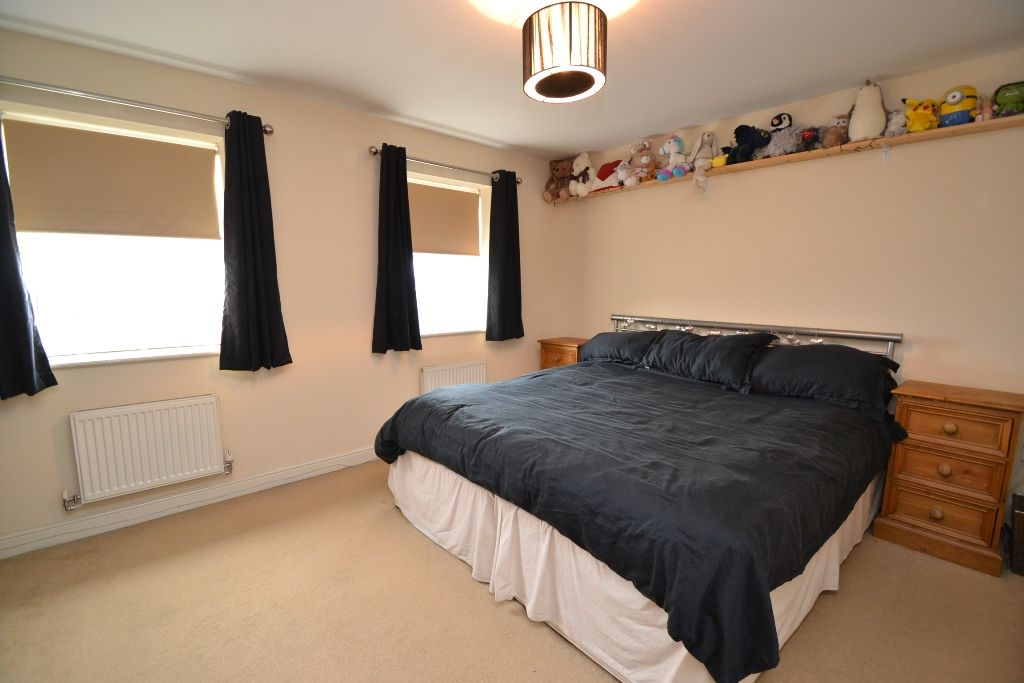 3 Bedroom Mid Terraced House For Sale - Photograph 11