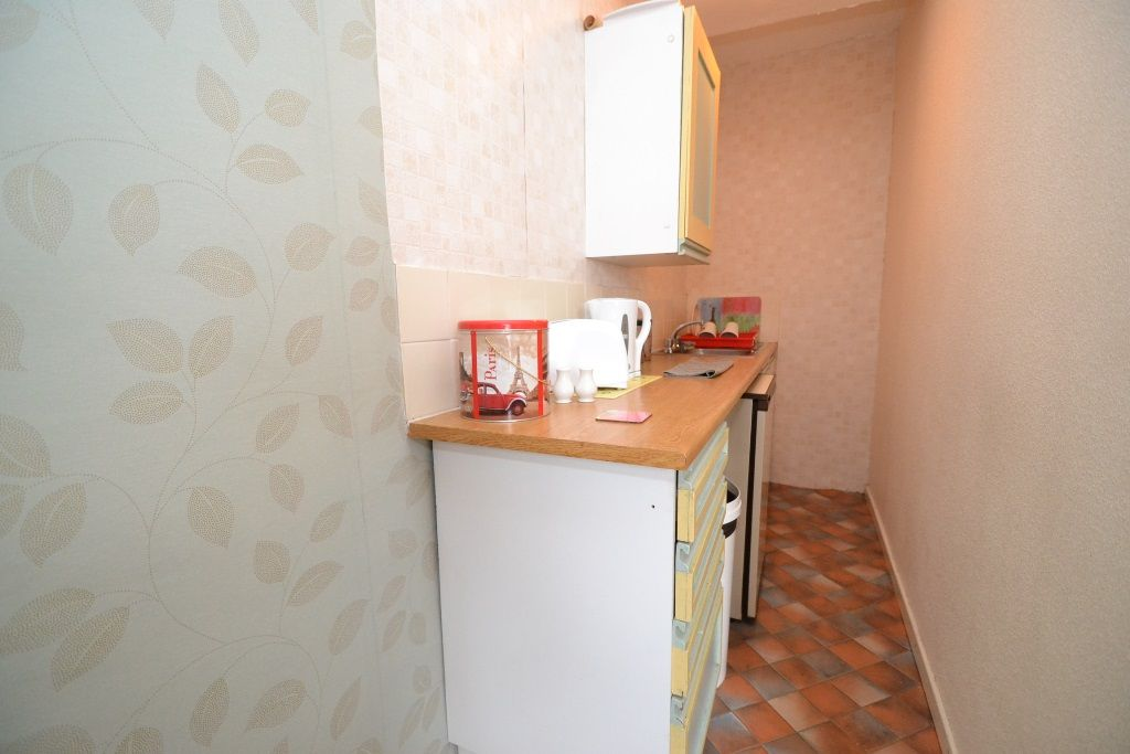 5 Bedroom Mid Terraced House For Sale - Photograph 8
