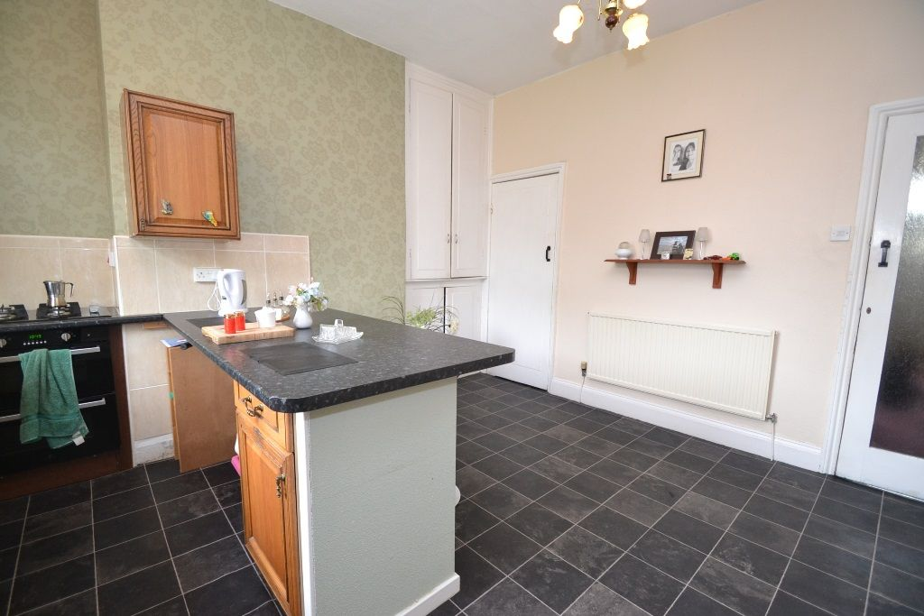 5 Bedroom Mid Terraced House For Sale - Photograph 5