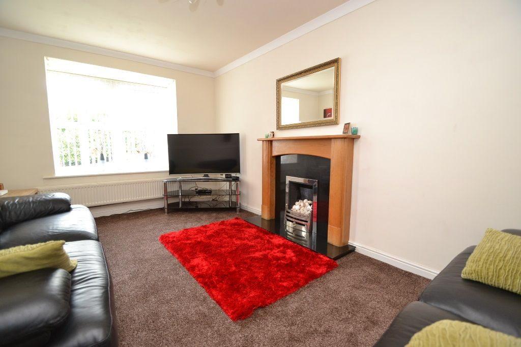 3 Bedroom Link Detached House For Sale - Photograph 2