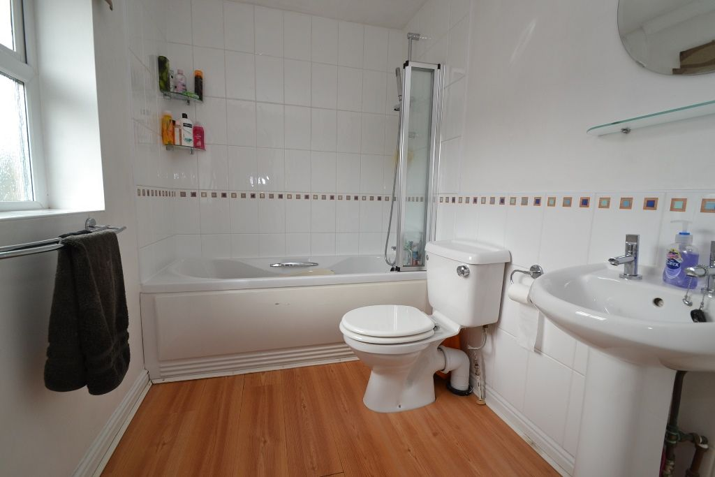 3 Bedroom Link Detached House For Sale - Photograph 13