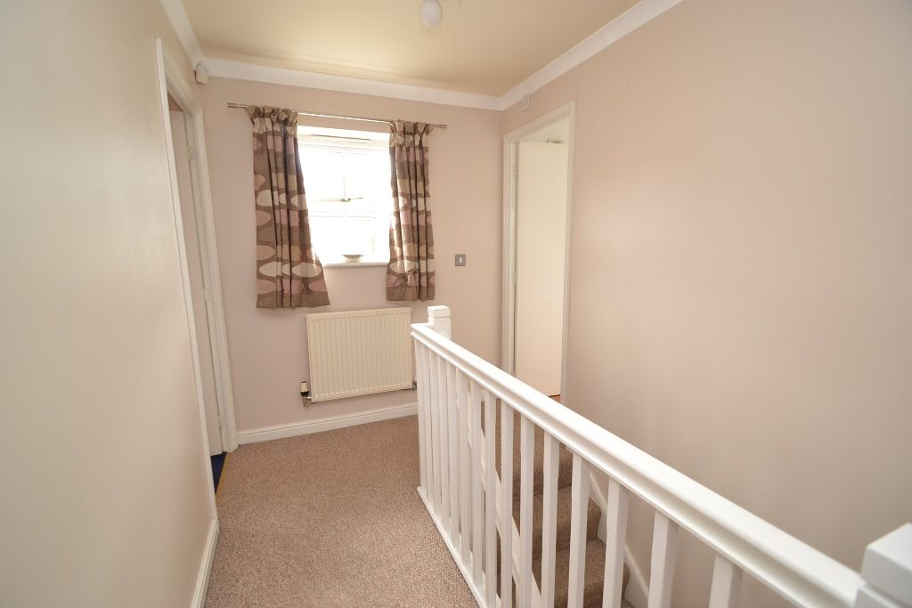 3 Bedroom Link Detached House For Sale - Photograph 8