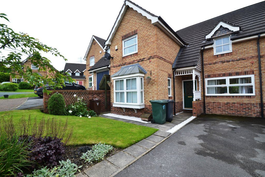 3 Bedroom Link Detached House For Sale - Photograph 1