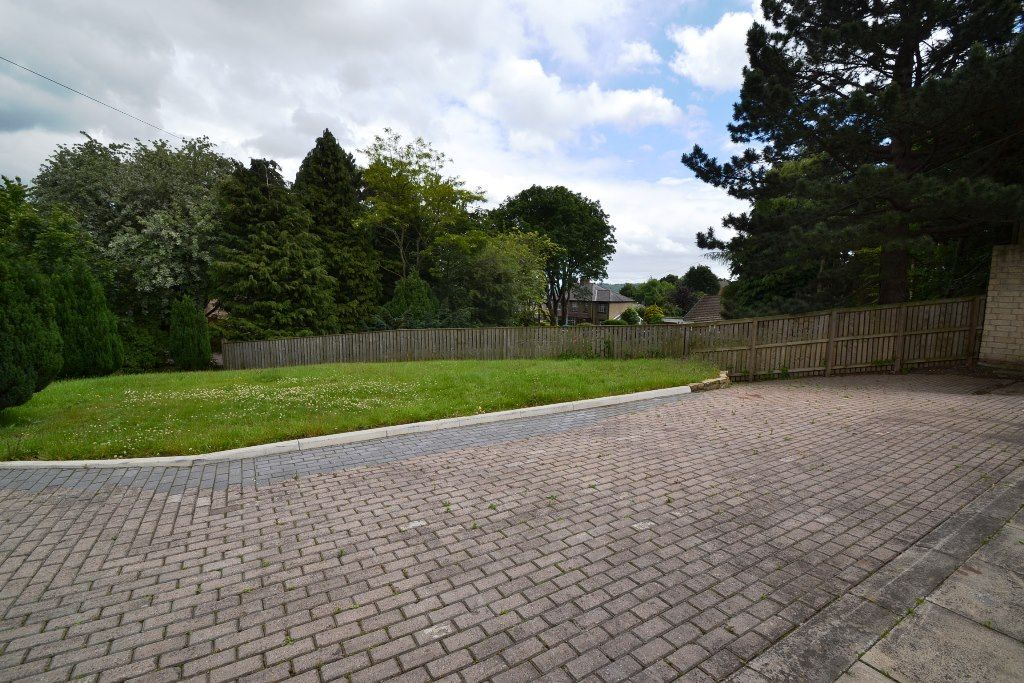 4 Bedroom Detached Bungalow For Sale - Photograph 15
