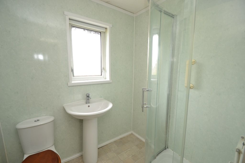 2 Bedroom Town House For Sale - Photograph 8