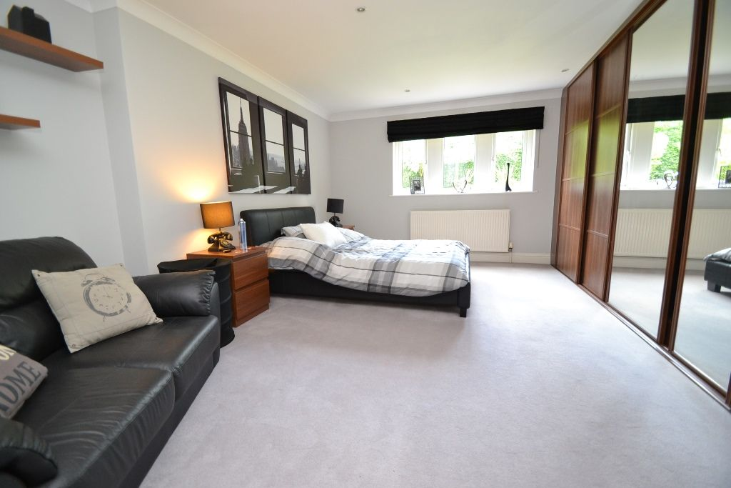 5 Bedroom Detached House For Sale - Photograph 20