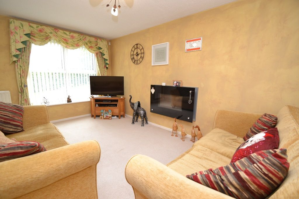 3 Bed Detached House For Sale - Photograph 3