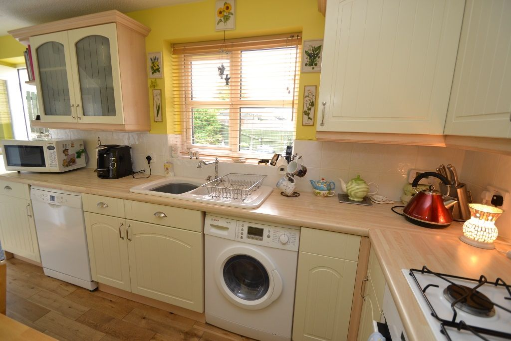 3 Bed Detached House For Sale - Photograph 8