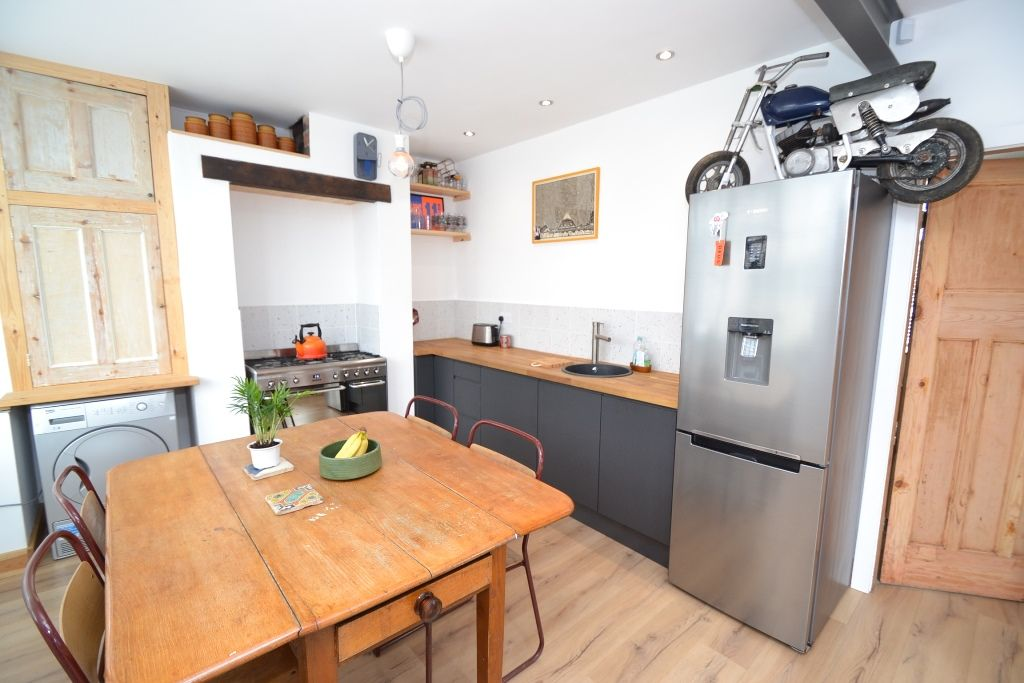 2 Bedroom Semi-detached House For Sale - Photograph 6